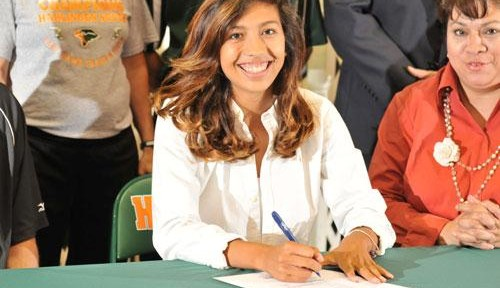 Volleyball player continues tradition signing to play in college