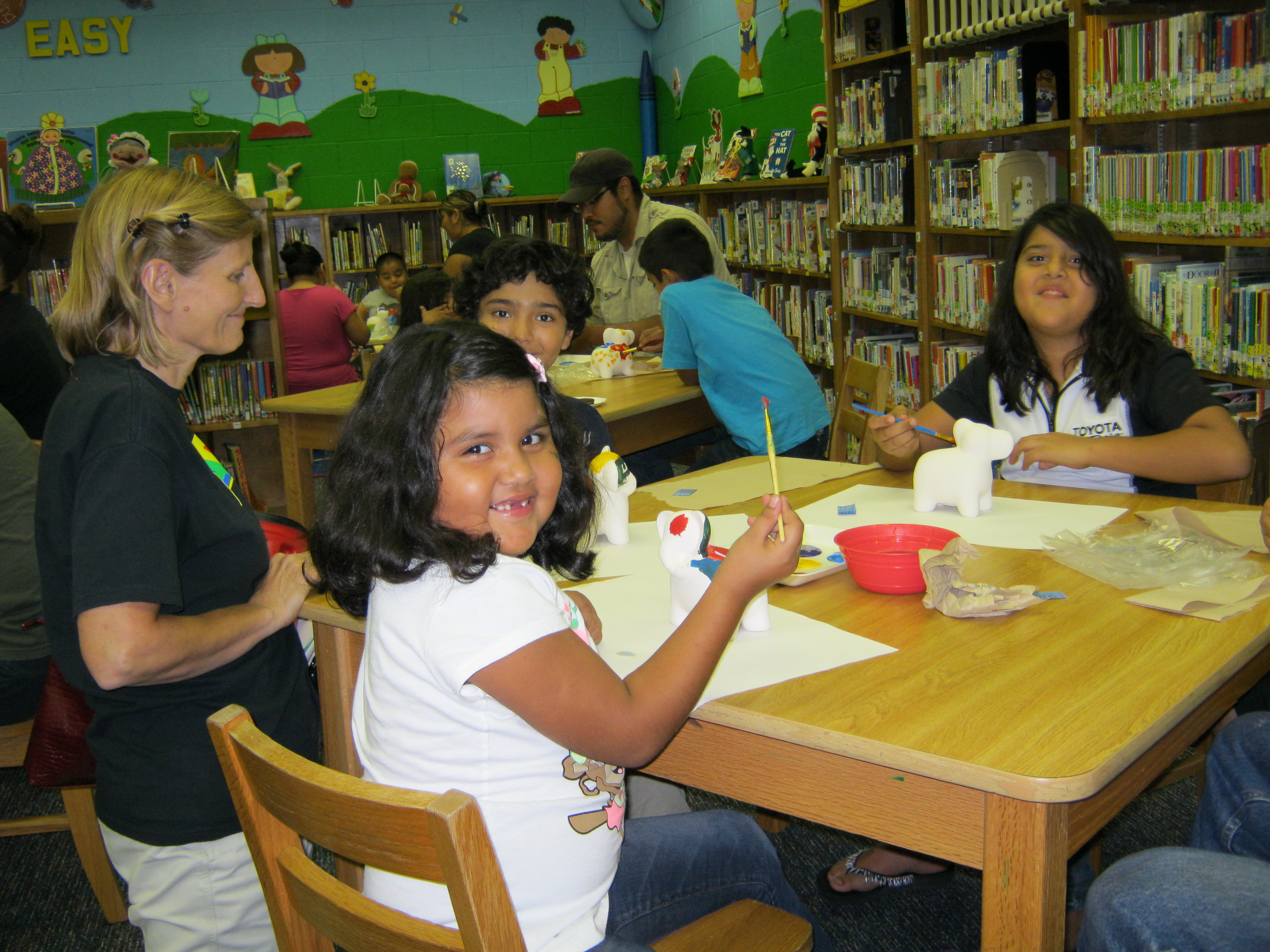 Lamar Elementary hosts an evening for reading