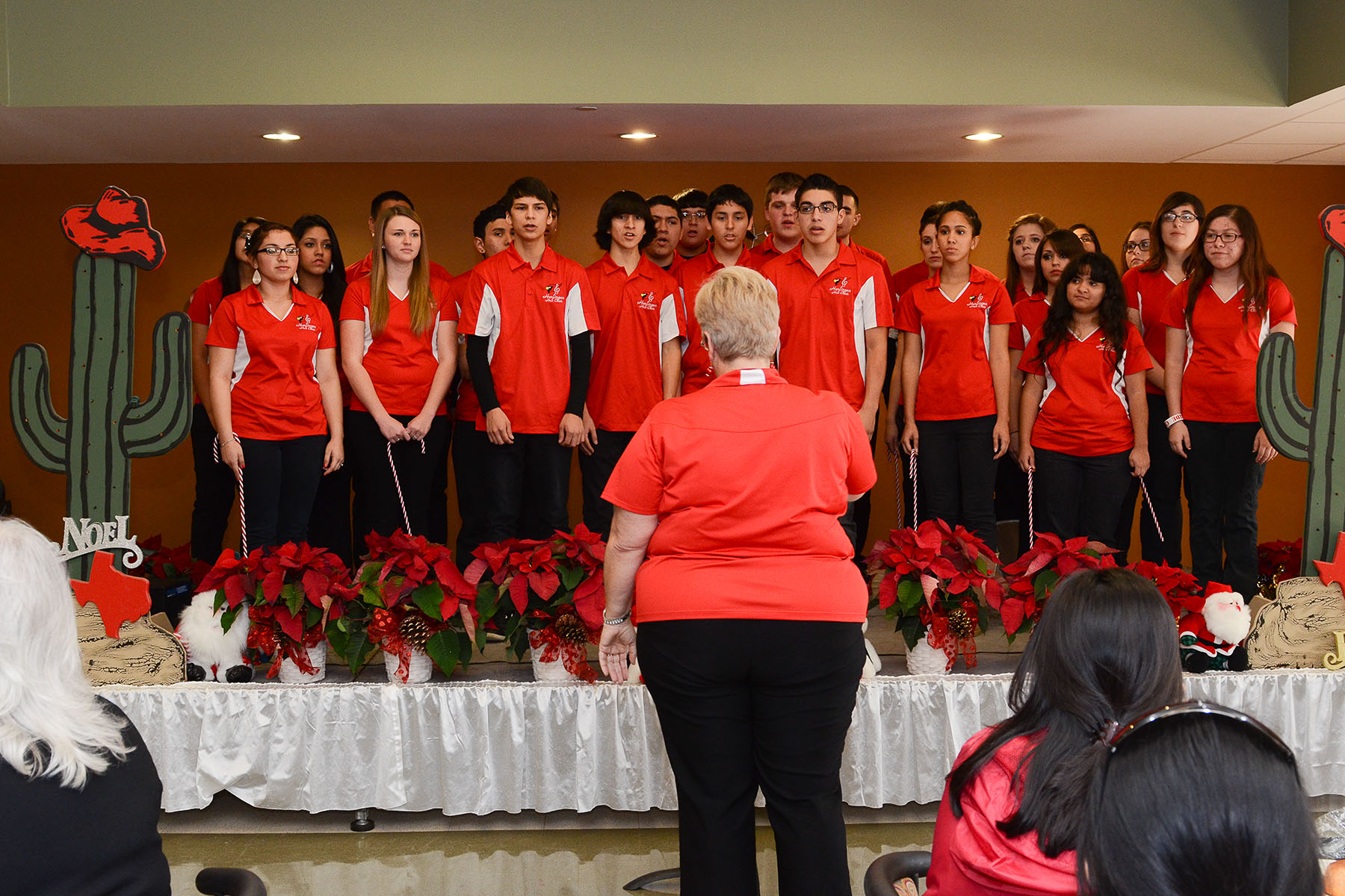 HHS and Zavala choirs perform for Harlingen Community