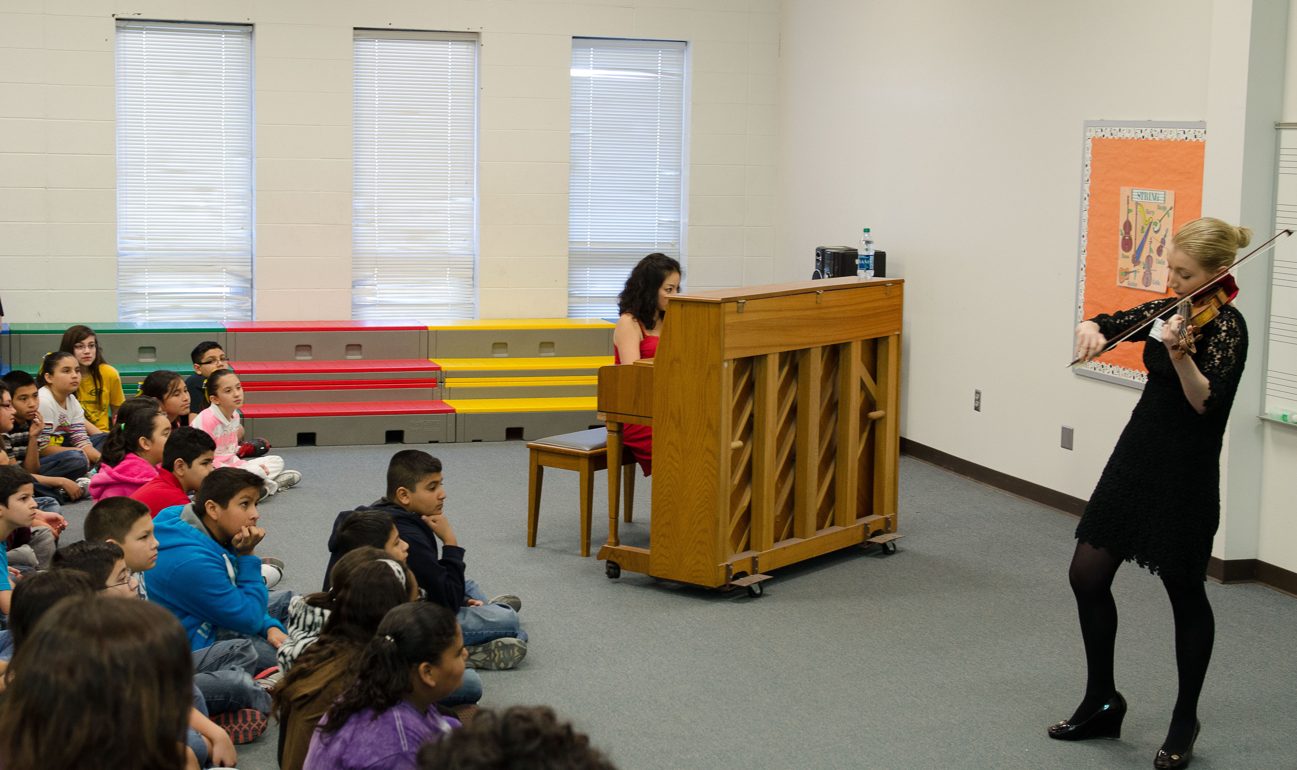 Classical violinist performs for Wilson and Rodriguez students