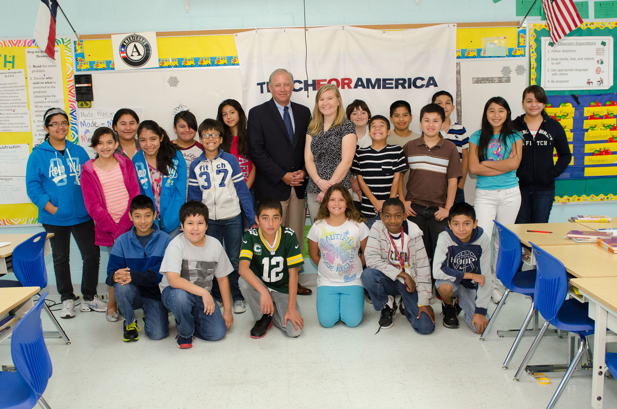 Valley Baptist Medical Center President visits Lee Means during Teach for America Week