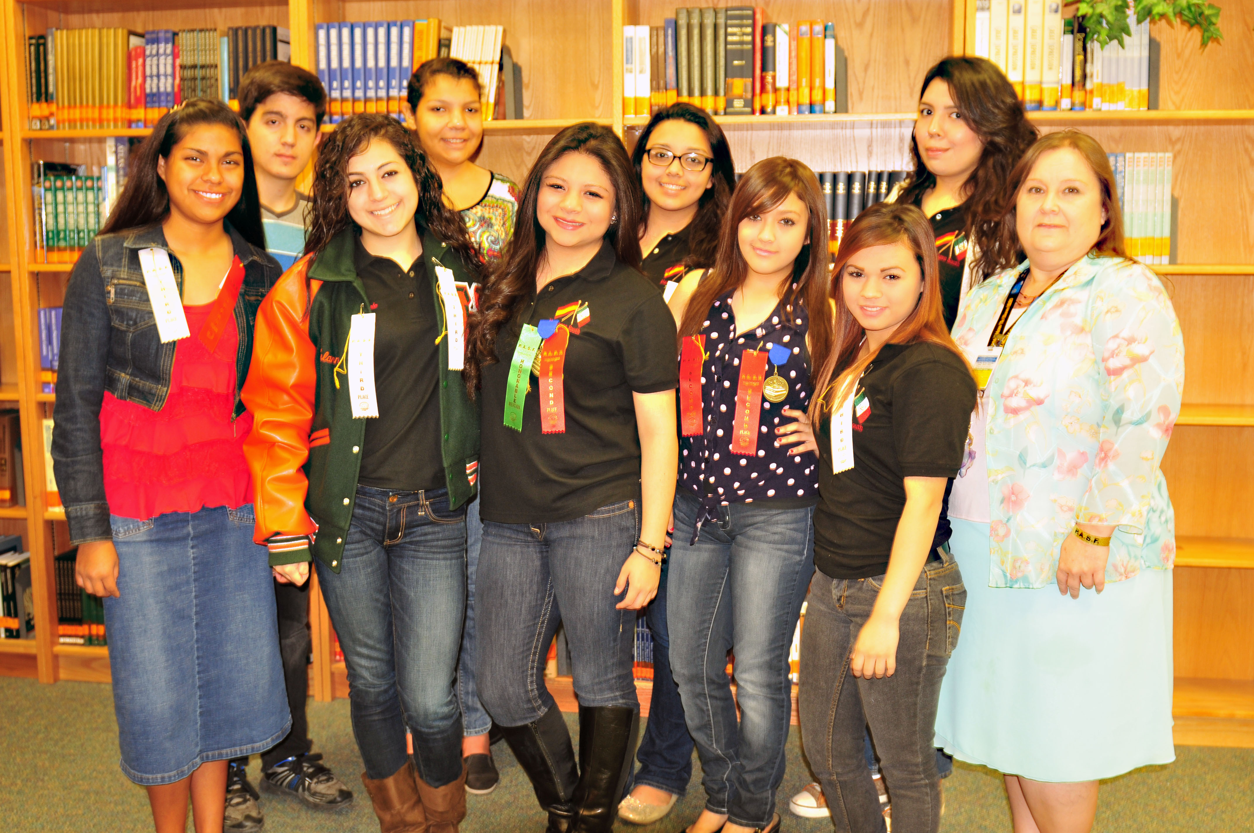 HHSS Spanish Club receives 21 awards at state competition