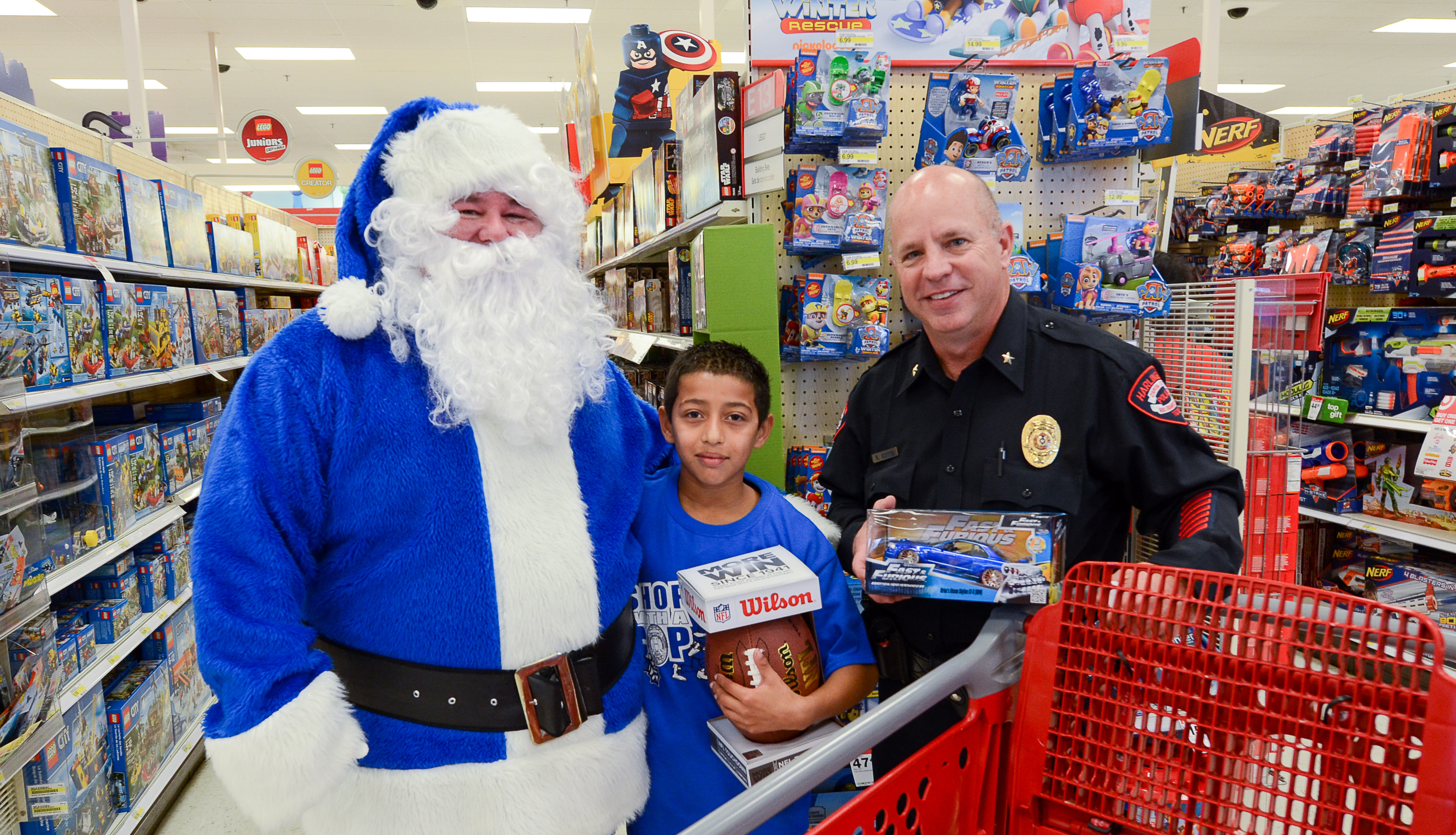 HPD spreads Christmas cheer through first Shop with a Cop event