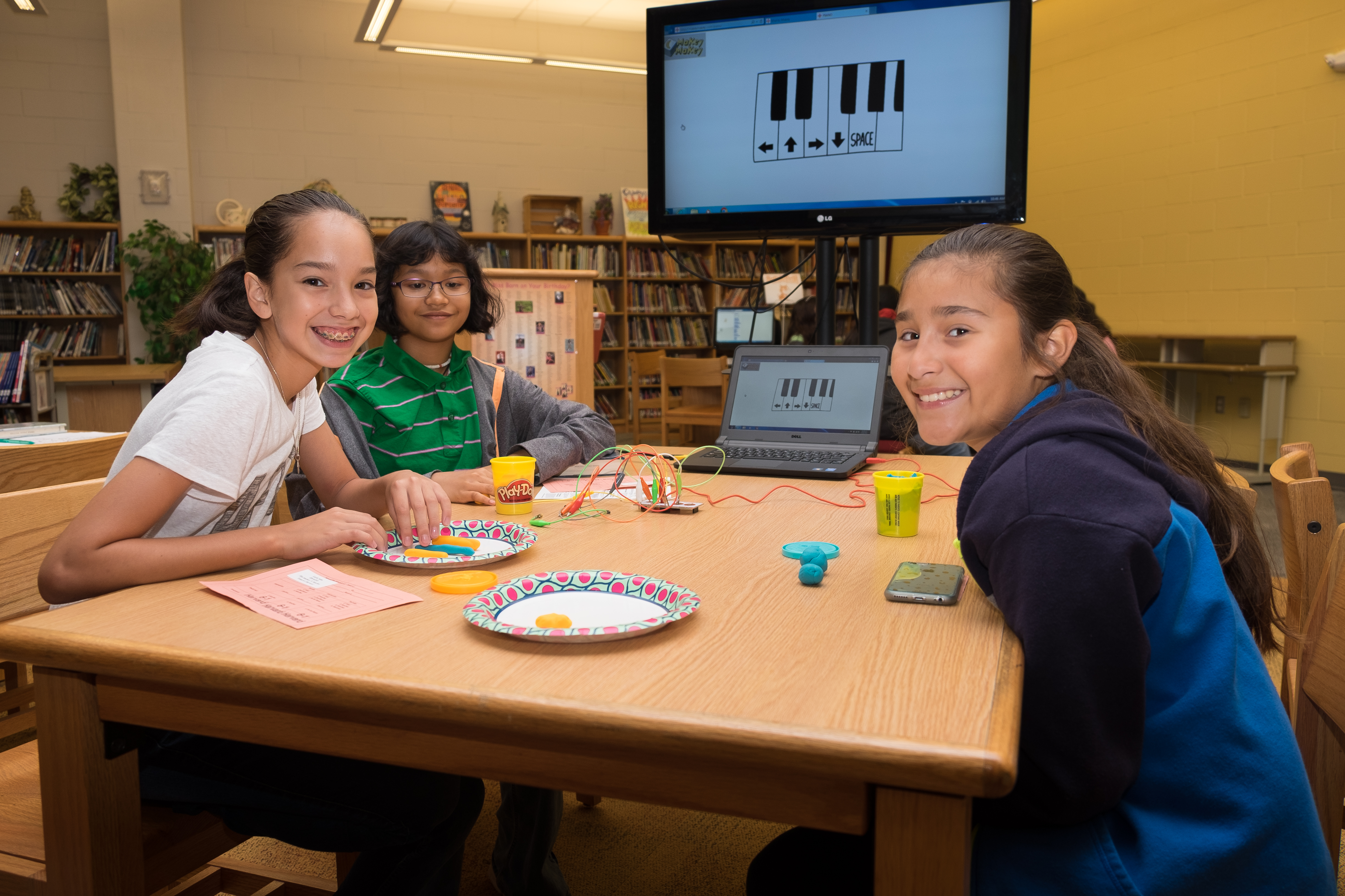 Memorial Middle School celebrates 'Power Up at Your Library Day' with STEM activities