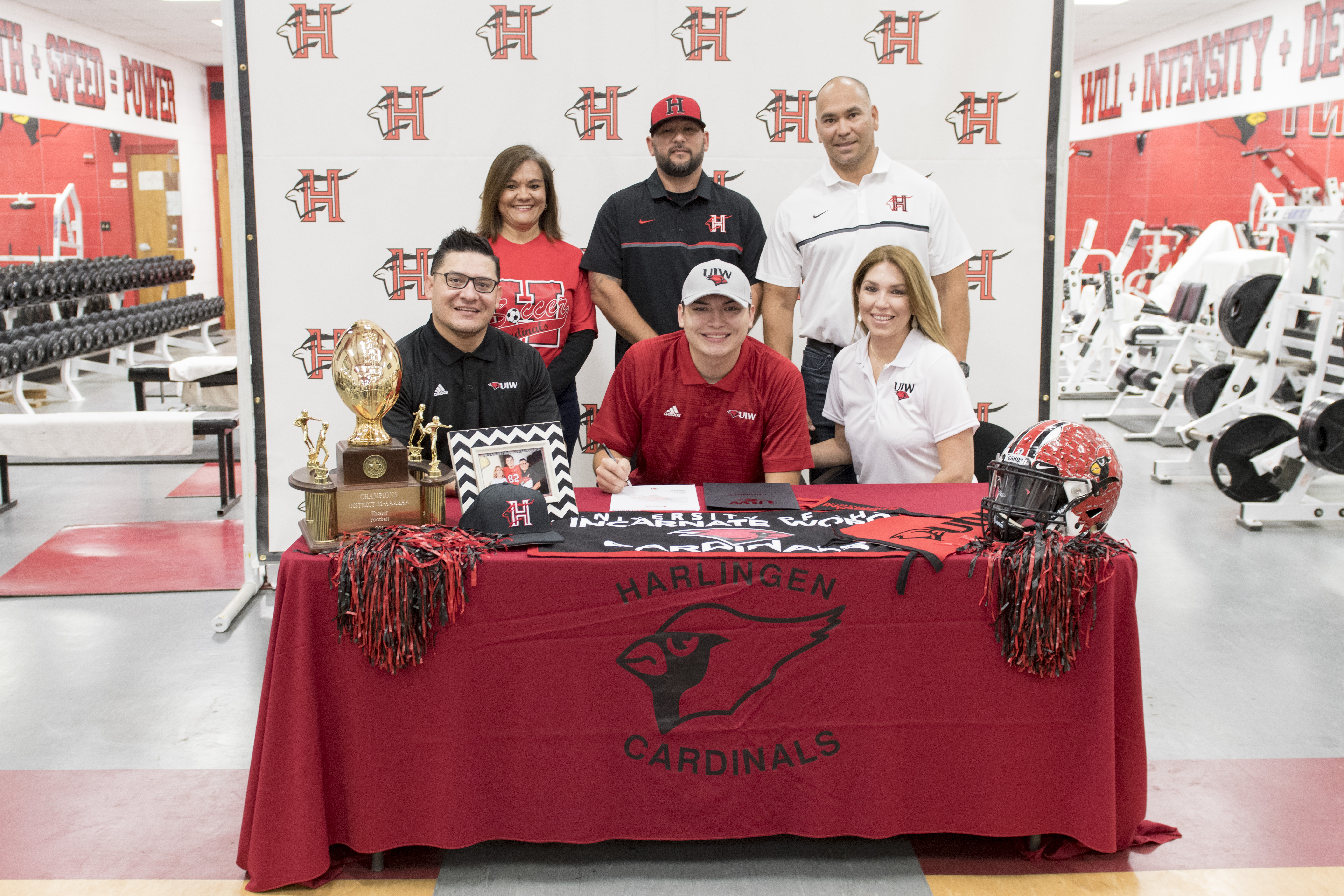 HHS senior signs to play football at Incarnate Word