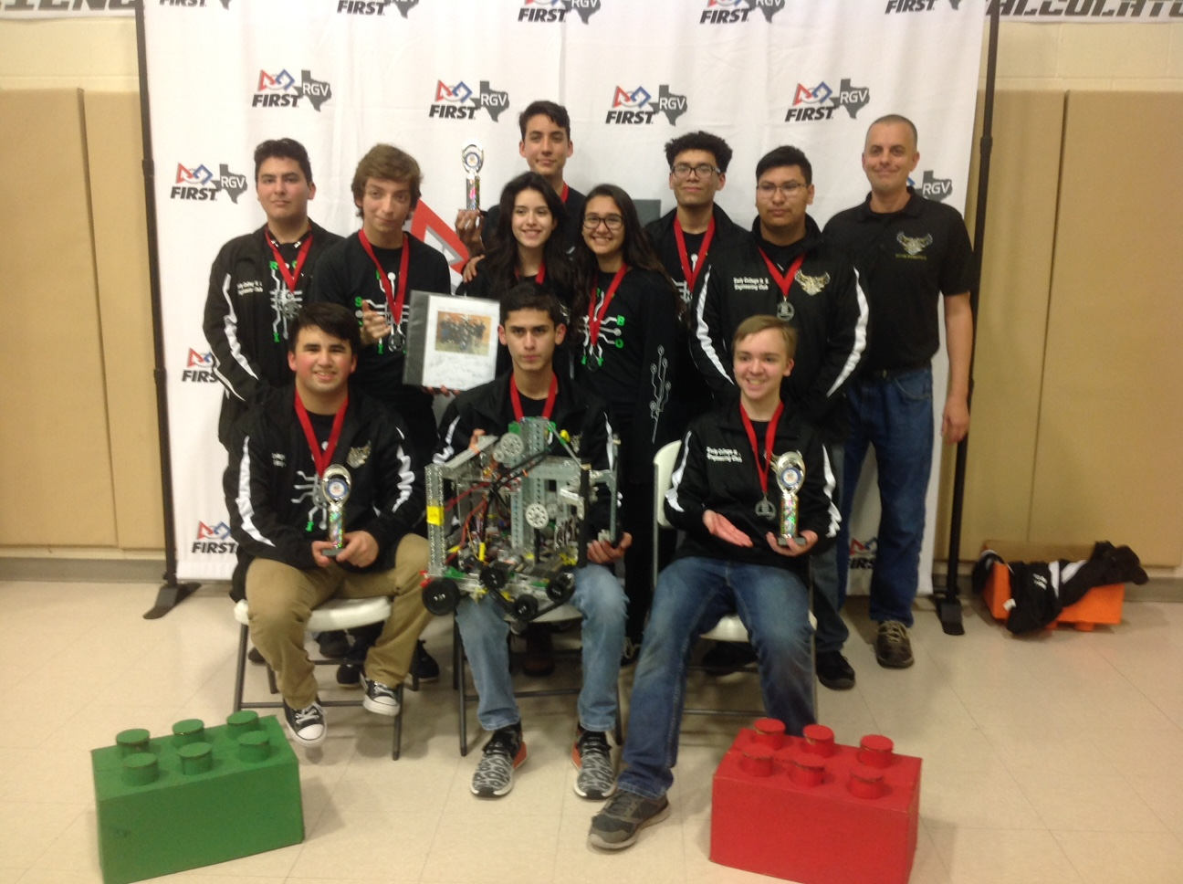 Owlbots take multiple awards in BELL Metro League Championship