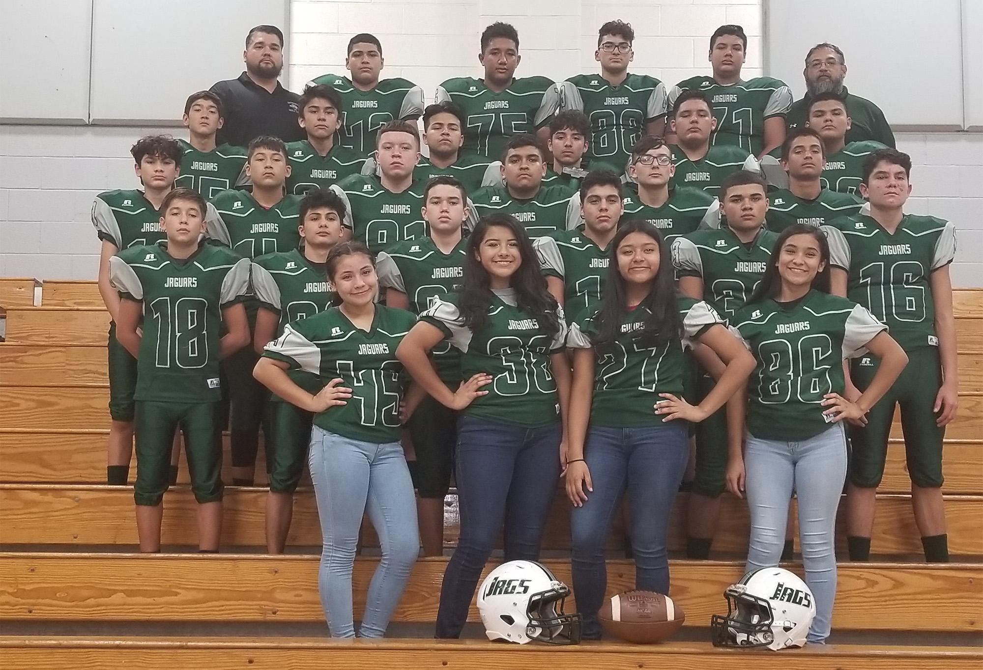Los equipos de football de secundaria son nombrados campeones del distrito.