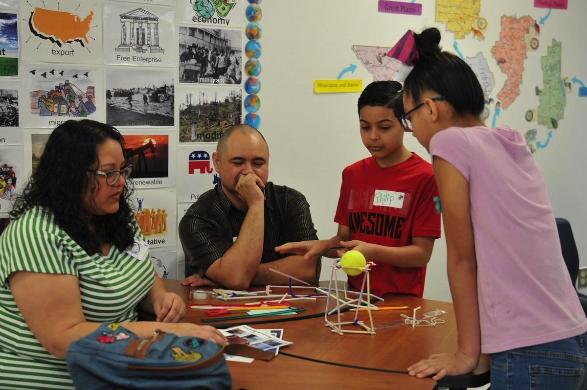 Parents, students participate in STEMtastic Saturday