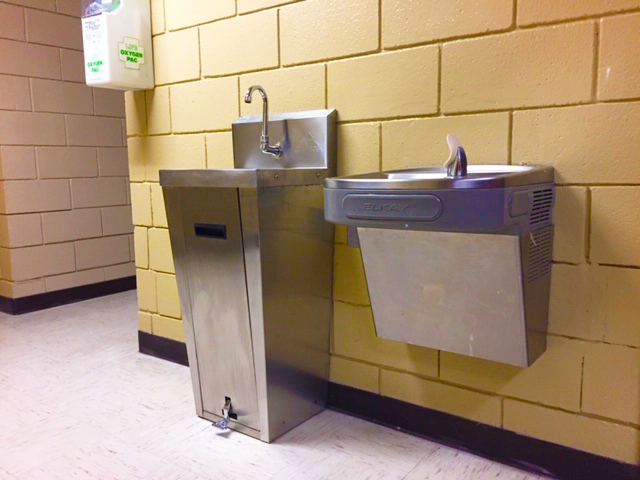 Se instalarán estaciones de lavado de manos con pedal en las escuelas primarias.