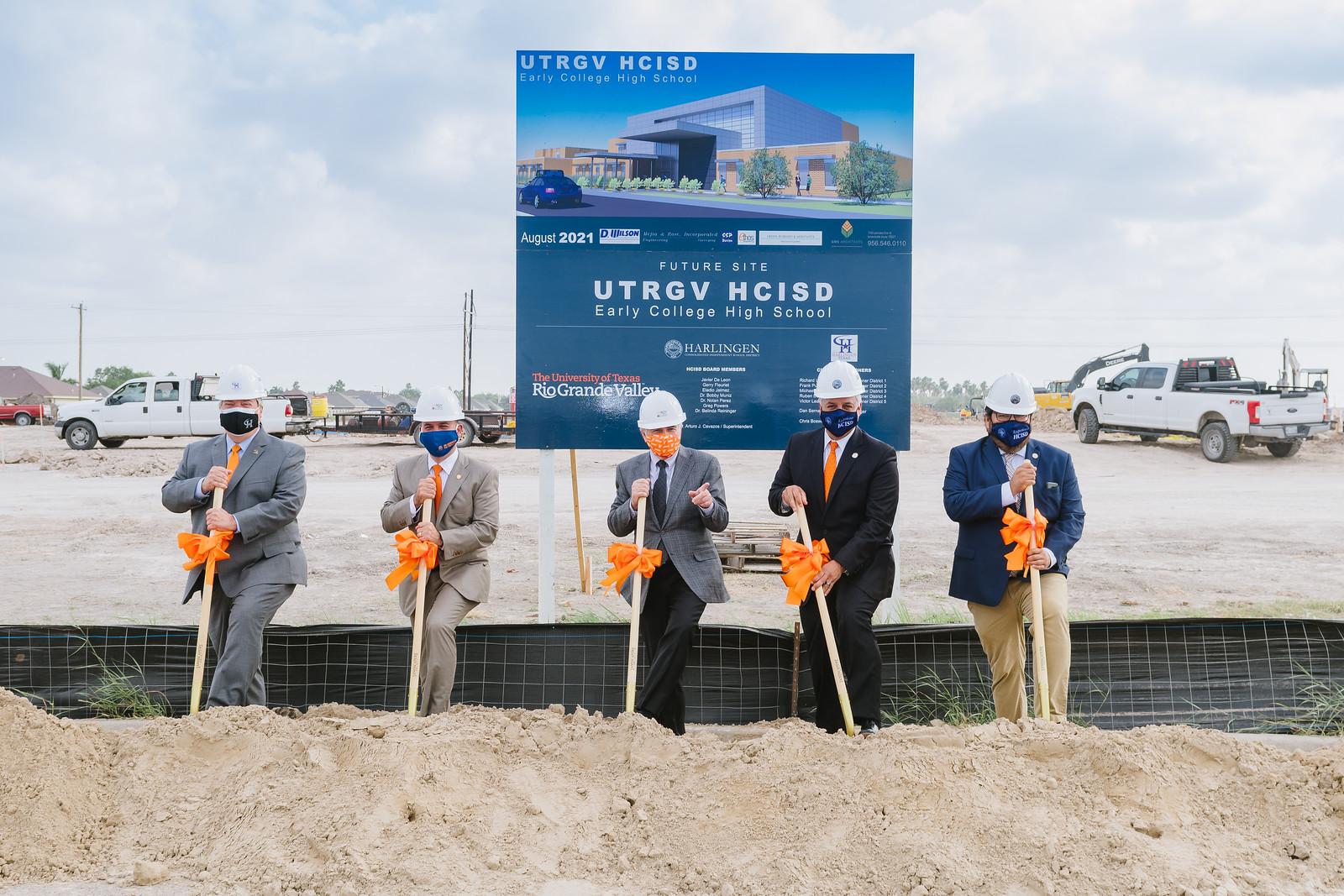 UTRGV y HCISD inician la construcción de la nueva preparatoria.