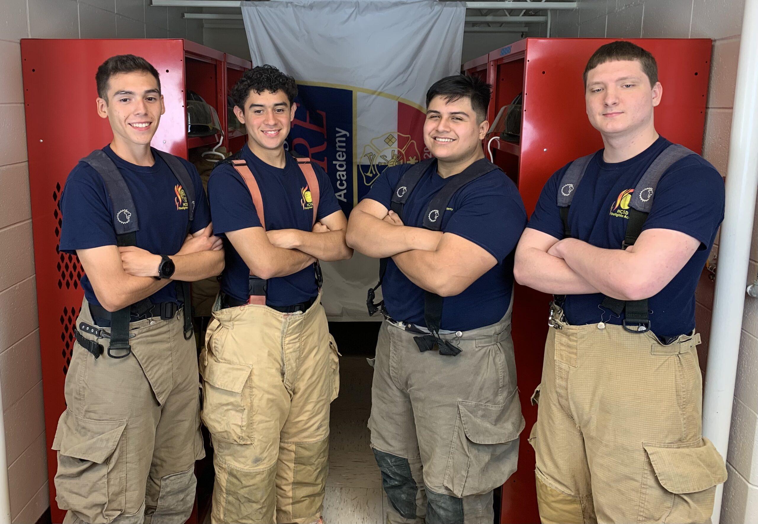 Seis cadetes de la Academia de Bomberos de HCISD concluyeron su examen de protección contra incendios.