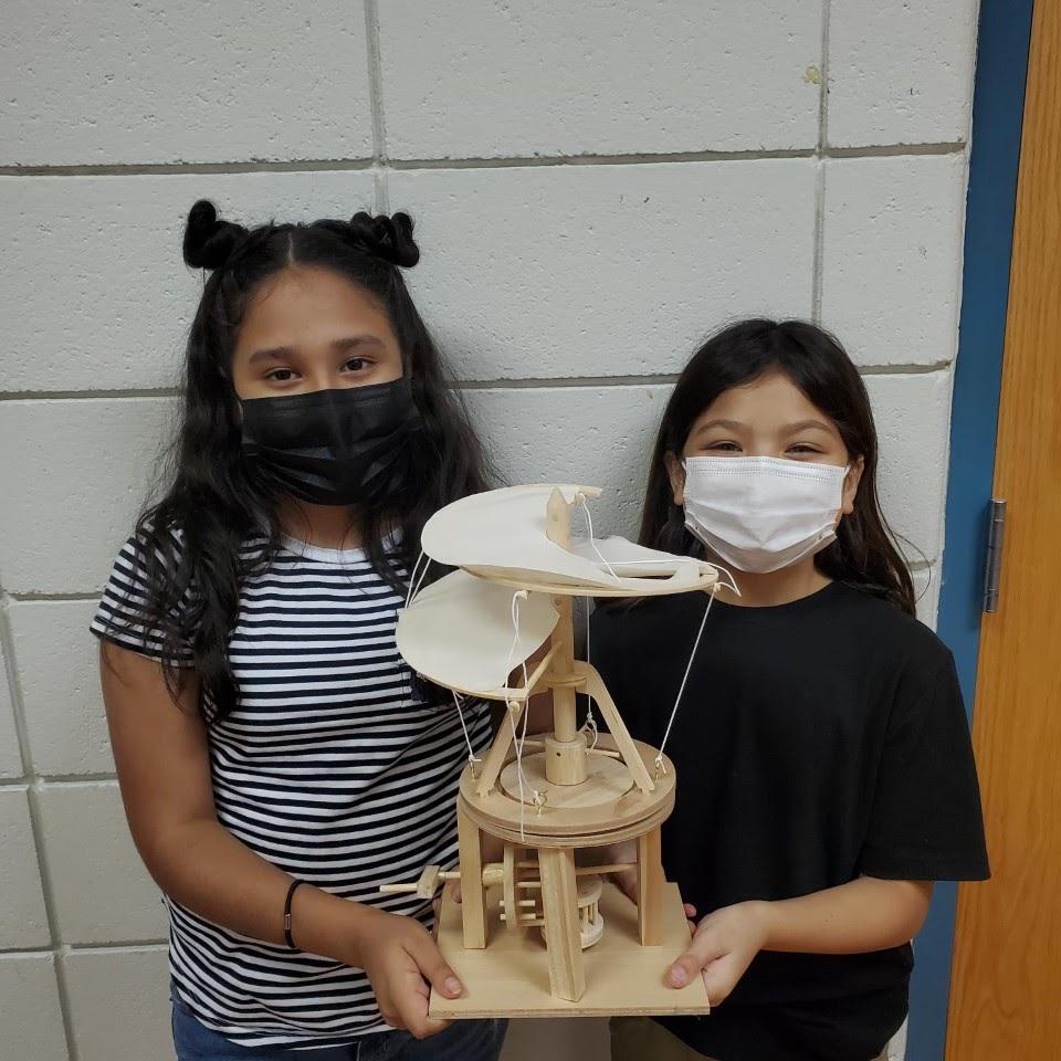 Los estudiantes de ACE practican el ingenio a través de la Academia da Vinci.