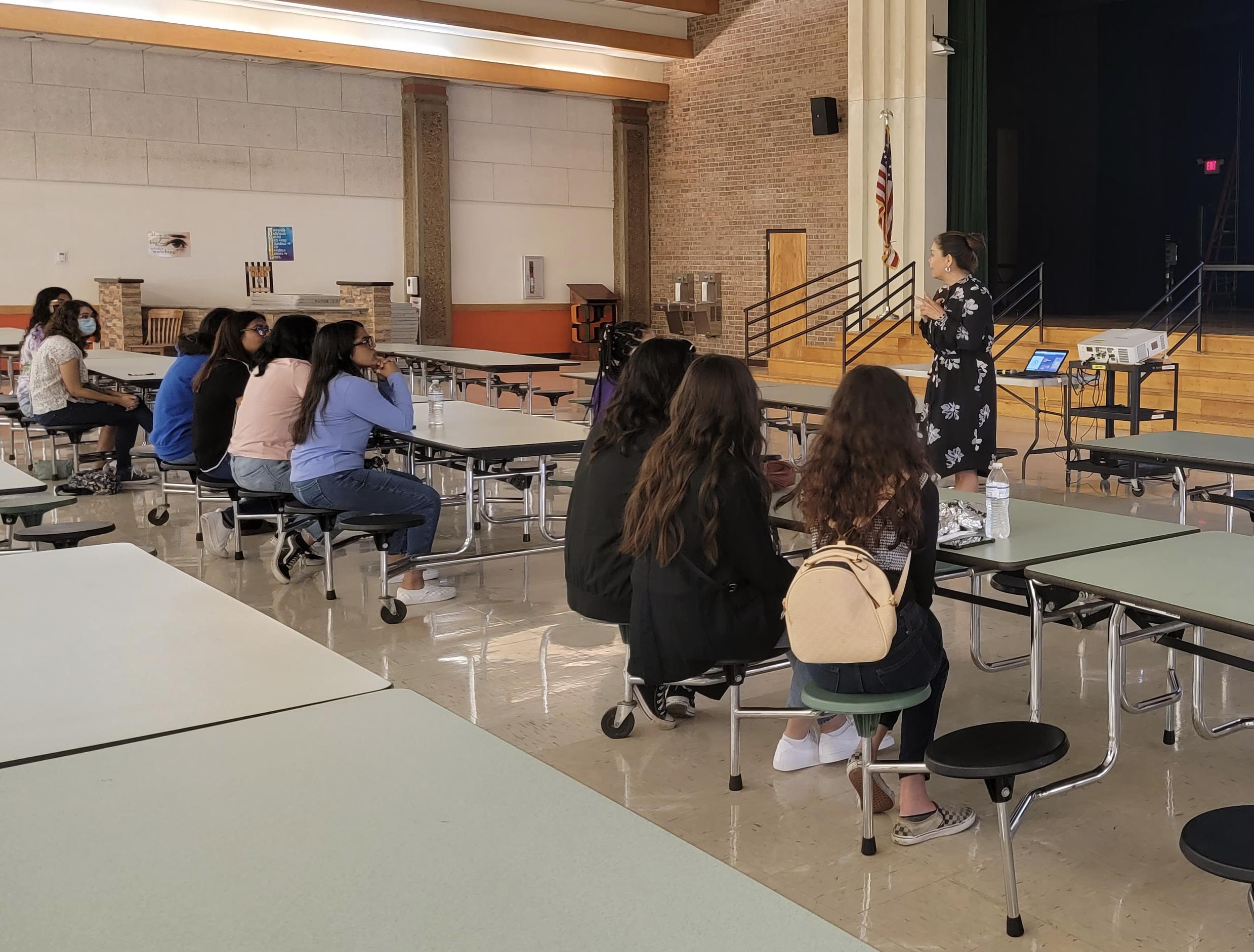 La Cumbre de Verano LeadHERship empodera a lideres estudiantiles.