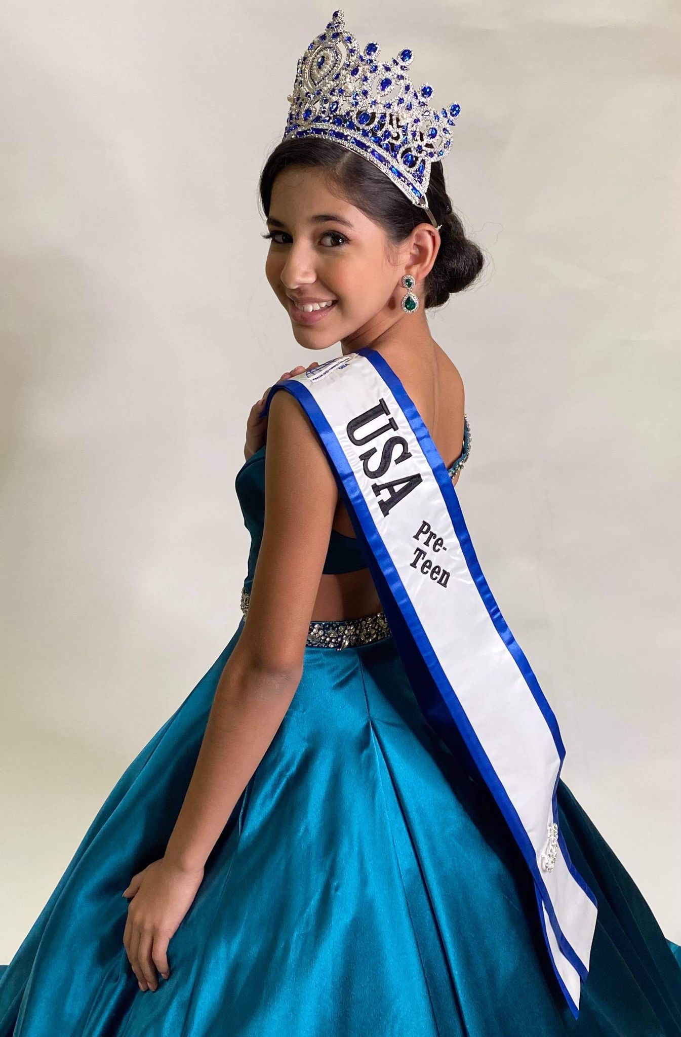 Estudiante de Vernon es coronada Junior Miss United World USA Preteen.